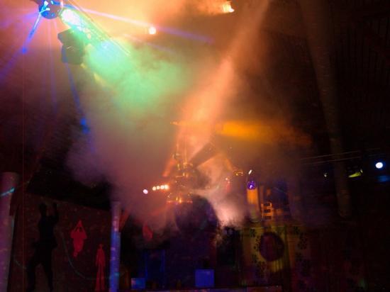 Soirée plus 25 ans grande salle Chéserex montage sono / structure et lights show