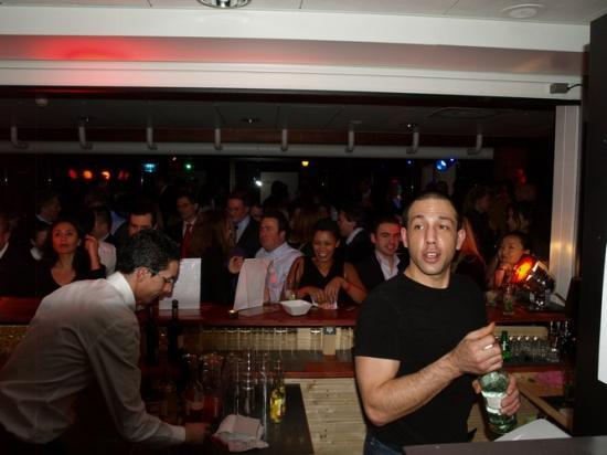 Le 27 Janvier 2011 Soirée déco led lounge Bar Barton's Parc.