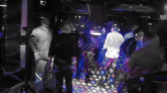 Le 31 décembre 2010 Soirée au Cosmos Thyon 2000. Dj Magistra du Team www.atomickdjnight.com